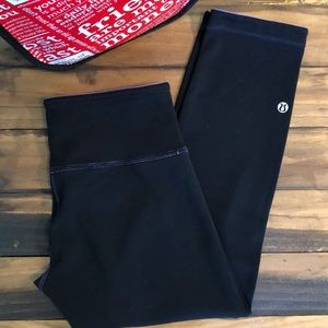 Lululemon Crop Reversible Purple/Black EUC 4